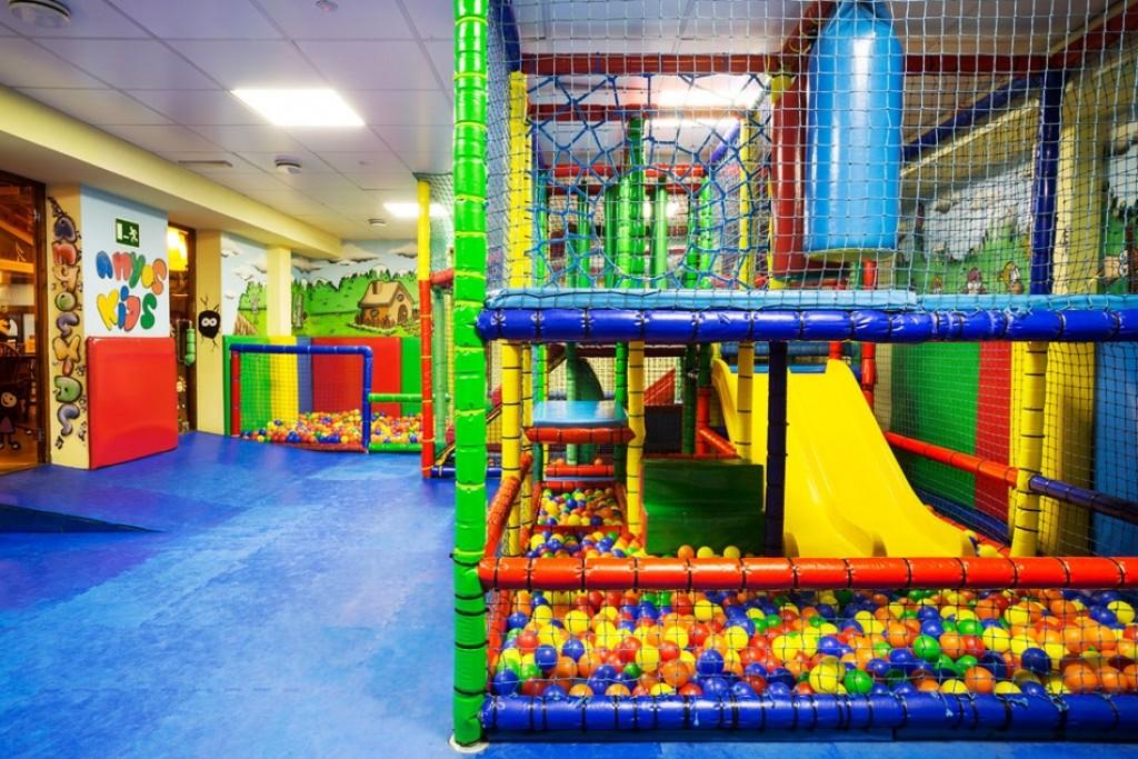 10 hoteles geniales con parque de bolas children friendly - Hoteles con piscina climatizada para ir con ninos en invierno ...