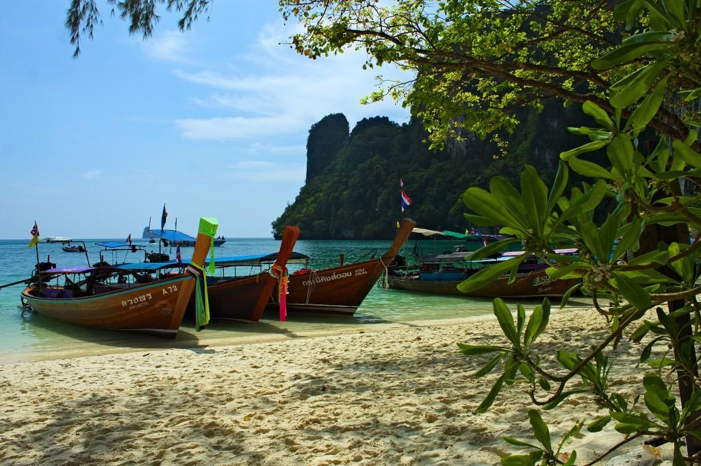 hoteles en playas de tailandia con niños gratis