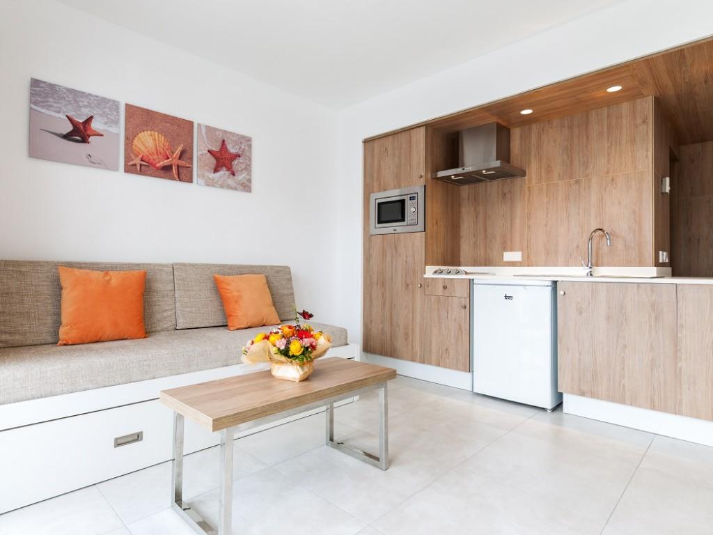 aprtahotel con cocina y piscina mallorca