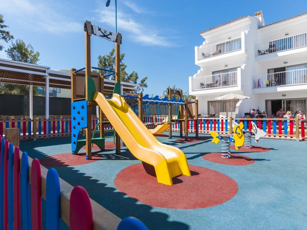hotel con parque infantil