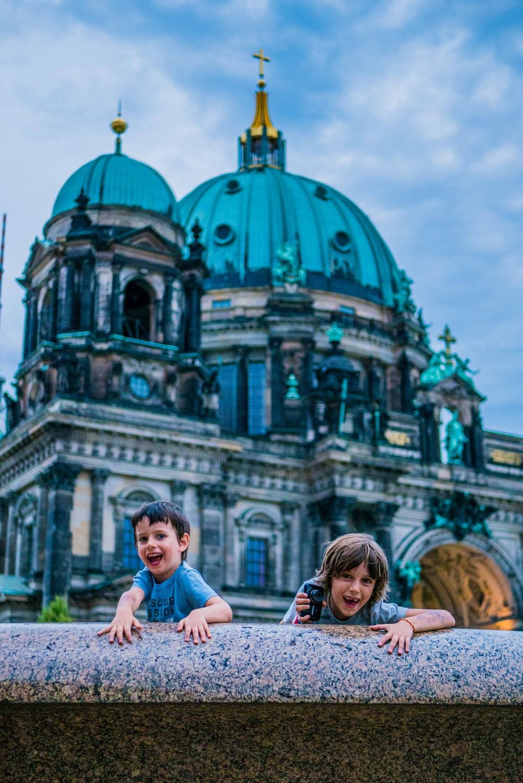 Con-niños-en-berlín