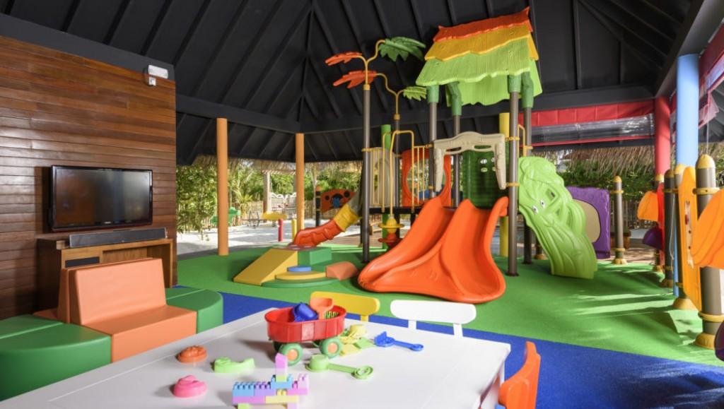 hotel con piscina para niños en maldivas